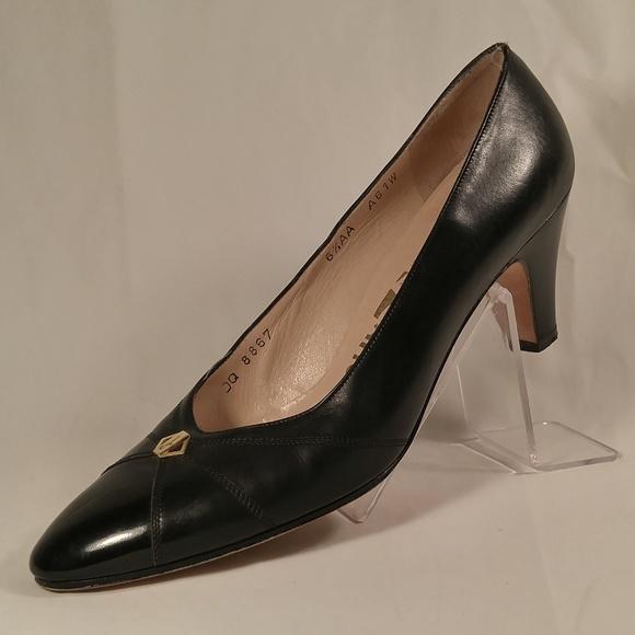 LNC Vintage Ferragamo Black Leather Pumps Heels